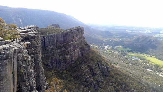 halls gap from pinnacle in grampians national park